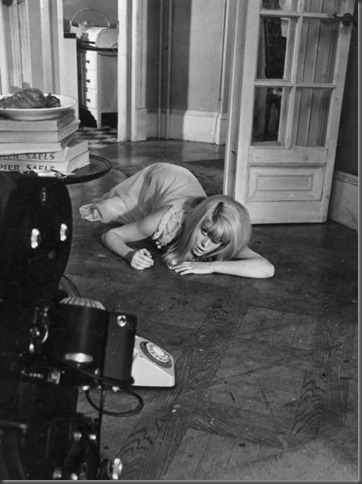 Title: REPULSION ¥ Pers: DENEUVE, CATHERINE ¥ Year: 1965 ¥ Dir: POLANSKI, ROMAN ¥ Ref: REP005AH ¥ Credit: [ COMPTON-TEKLI/ROYAL / THE KOBAL COLLECTION ]