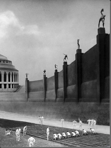 TITLE: METROPOLIS • YEAR: 1926 • DIR: LANG, FRITZ • REF: MET001BF • CREDIT: [ THE KOBAL COLLECTION / UFA ]